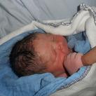 Louis, ons eerste zoontje Eerste contact tussen papa en Louis